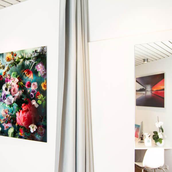 Praxisraum Brocker Gyn mit Wandbildern